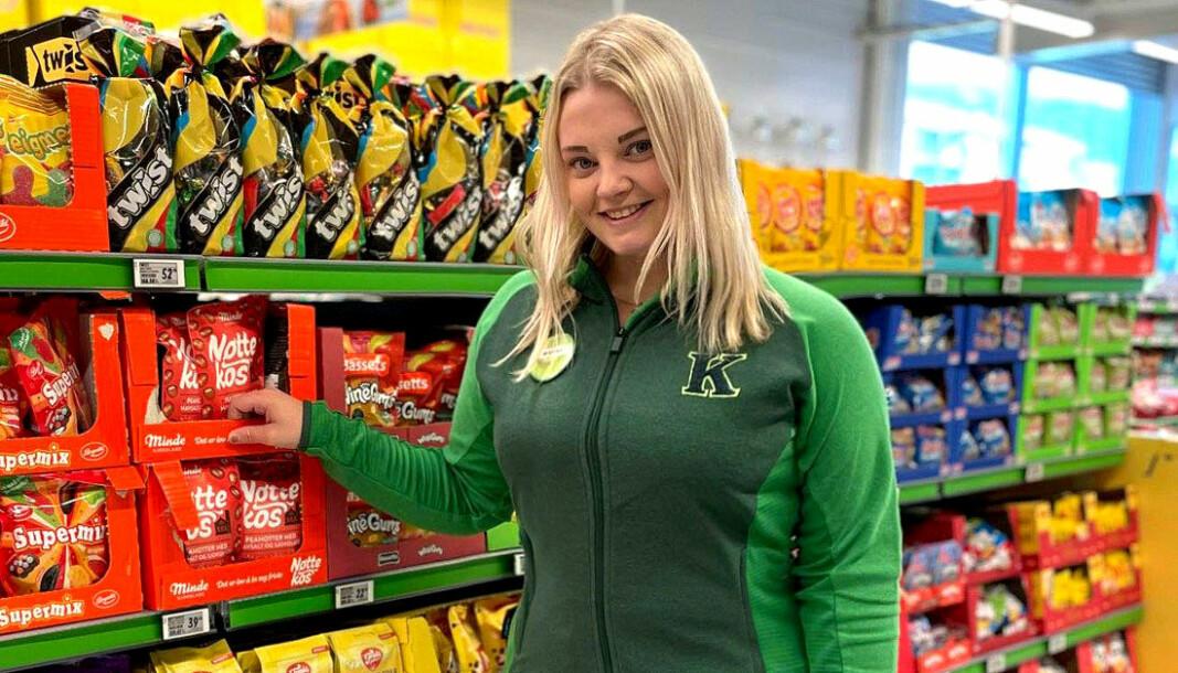 Om noen måneder åpner Marina Thomassen (25) ny Kiwi-butikk på Leknes. Hun har allerede byttet ut Rema-drakten med grønne Kiwi-farger.