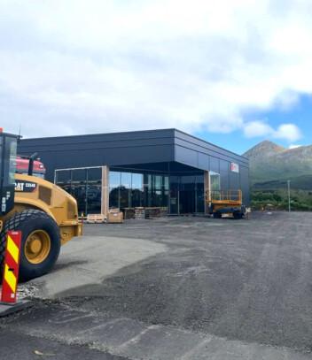 Det er fortsatt litt byggeplass, men om drøyt to måneder er det full drift i nye Kiwi på Leknes.