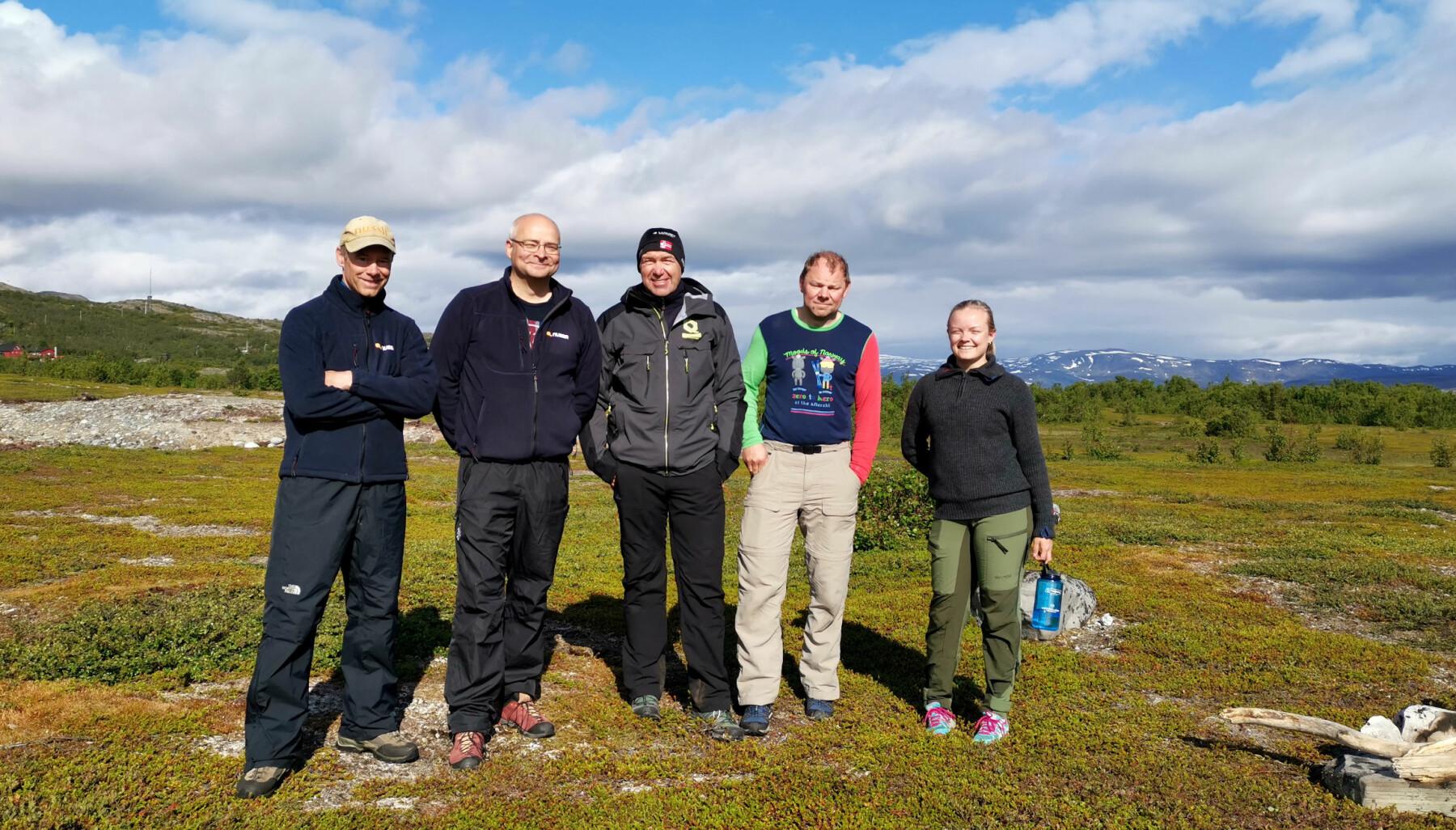 Nussir-ledelsen på Markoppnes, fra venstre: Administrerende direktør Øystein Rushfeldt, CFO Alexander Krogh, prosjektleder Odd Henning Groven, gruveleder Ørjan Fjelde og trainee Astrid Lunde Wall.