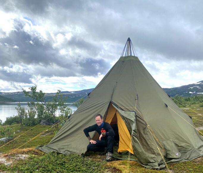 Gruvesjef Øystein Rushfeldt – her selv ved telt i nærområdet til Nussir.