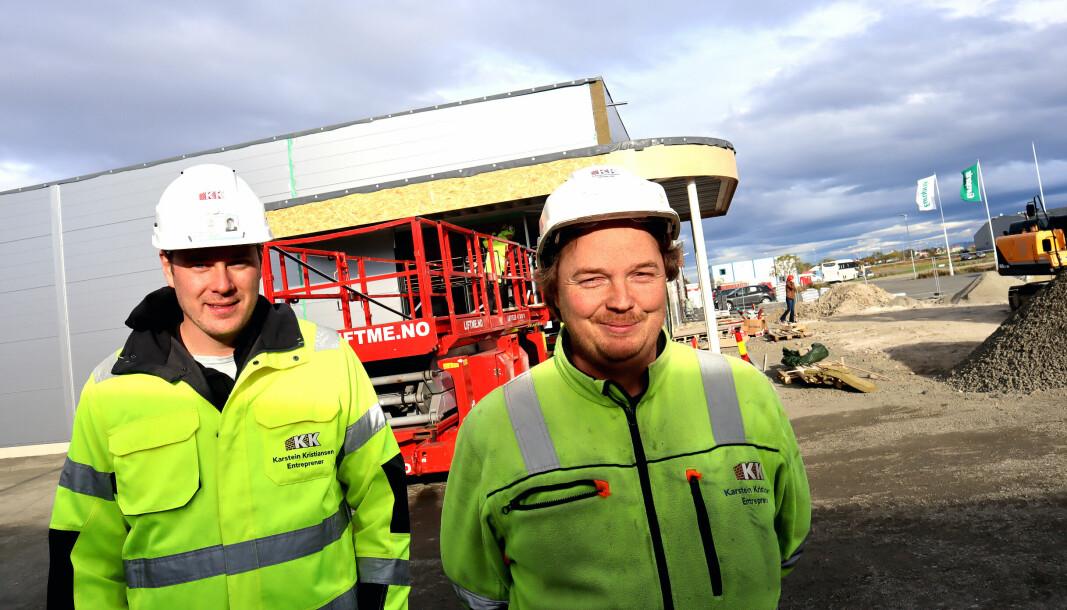Prosjektleder Preben Lyngra og byggeplassleder Anders Larsen jobber for fullt for å få den nye Coop-butikken på Andenes klar til julehandelen.