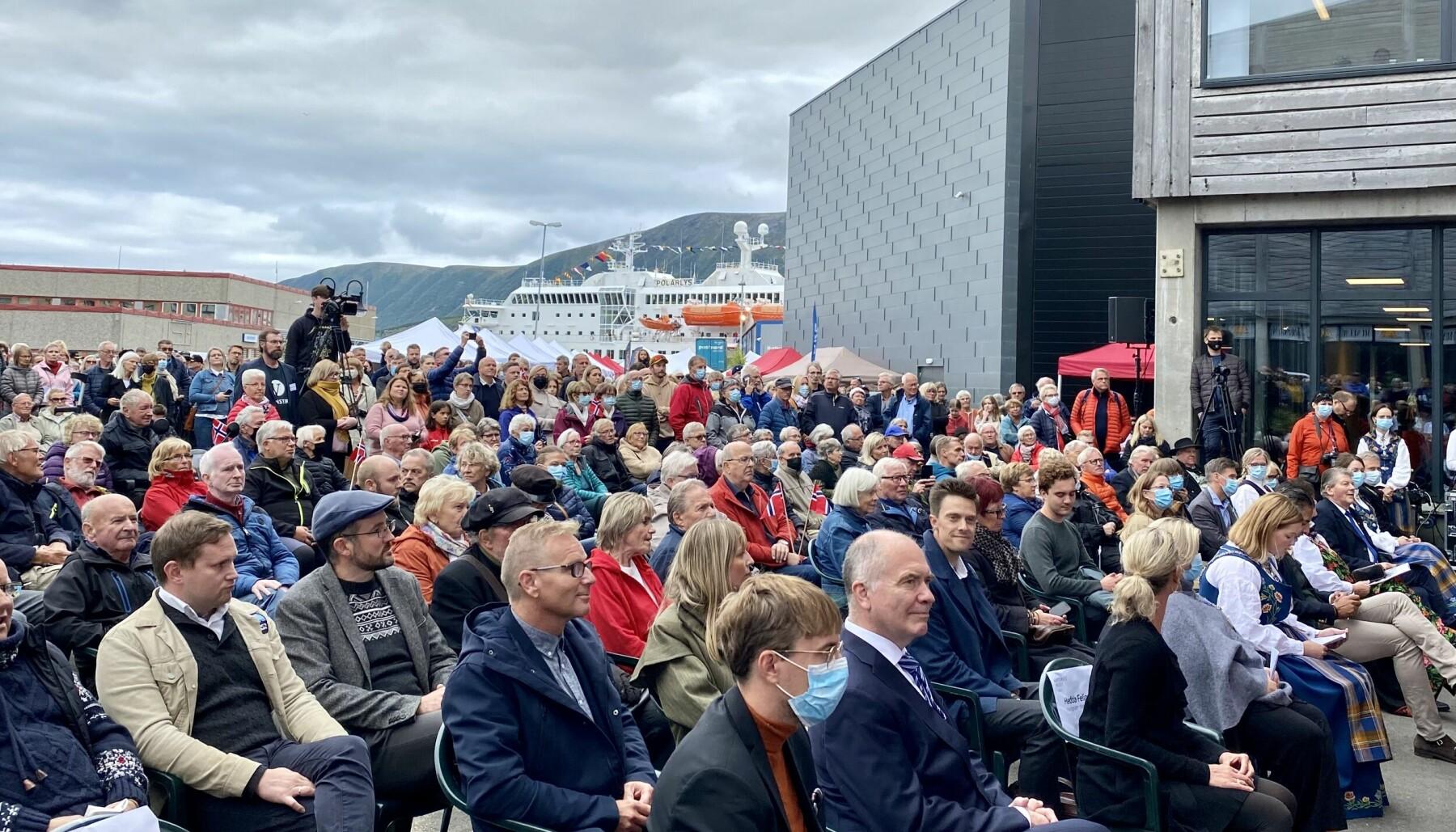 I høst åpnet omsider det etterlengtede Hurtigrutemuseet på Stokmarknes, med overbygg til gamle Finnmarken. Her fra folkefesten ved åpningen.